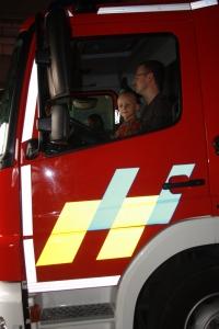 In de brandweerwagen