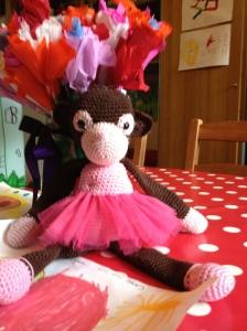 Balletaapje, hANdgemaakt door de mama van Rebecca en de vriendjes van de apenklas